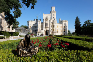hluboka-castle--czech-republic-guardians-of-time-manfred-kili-kielnhofer-contemporary-fine-art-sculpture-statue-arts-design-modern-photography-6542