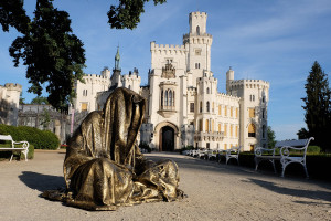hluboka-castle--czech-republic-guardians-of-time-manfred-kili-kielnhofer-contemporary-fine-art-sculpture-statue-arts-design-modern-photography-artfund-artshow-pro-6631