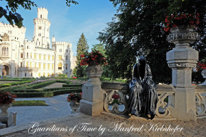 hluboka-castle--czech-republic-guardians-of-time-manfred-kili-kielnhofer-contemporary-fine-art-sculpture-statue-arts-design-modern-photography-artfund-artshow-pro-6744y
